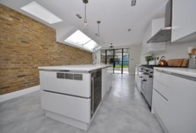 Kitchen floor made with Continuo product no C615, high gloss finish